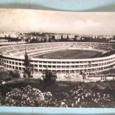 Coleccionismo deportivo: POSTAL ROMA LO STADIO DEI CENTOMILA. CIRCULADA CON SELLOS DE LOS JUEGOS OLÍMPICOS DE 1960.. Lote 221653700