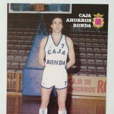 Coleccionismo deportivo: TARJETA POSTAL DE EQUIPO BALONCESTO CAJA AHORROS RONDA. AÑO 1988. FICHA DEL JUGADOR GARCÍA.. Lote 222342518