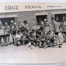 Coleccionismo deportivo: FOTOGRAFIA PEÑA CICLISTA , MEDIDAS 10,5 X 7,5 CM, AÑOS 70. Lote 262349375