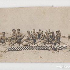 Coleccionismo deportivo: ANTIGUO EQUIPO DE REMO (TAMAÑO 8´7 X 14). Lote 288130143