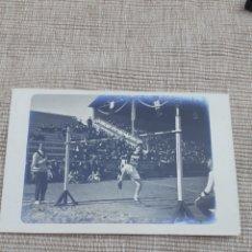 Coleccionismo deportivo: POSTAL ORIGINAL DE LOS AÑOS 20 DE SALTO DE BALLA. Lote 294131838