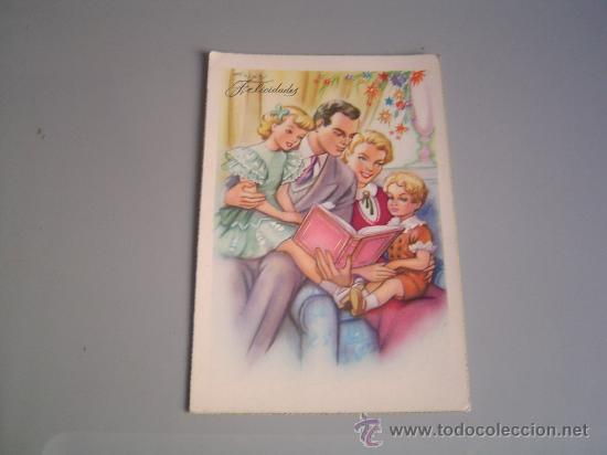 postal familia reunida leyendo un cuento  Comprar Postales