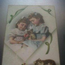 Postales: ANTIGUA POSTAL COMICA ROMANTICA NIÑAS GATOS FELICIDADES ESCRITA LLANO DE BRUJAS MURCIA 1960. Lote 30180332
