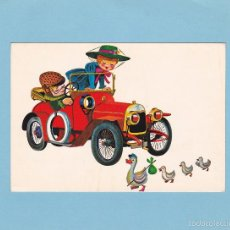 Postales: POSTAL ROTALCOLOR (ITALIA). PAREJITA EN COCHE ANTIGUO. MAMA PATA Y SUS PATITOS. R 350. Lote 57940535