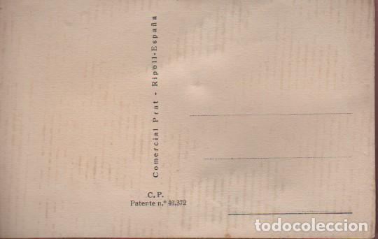 Postales: rara postal de dos jovenes reparando su biscuter - los vestidos confecionados con hilo repujado c.p. - Foto 2 - 75111079