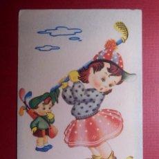 Postales: TARJETA POSTAL - DIBUJOS Y CARICATURAS - LA NIÑA ES TAN CANDOROSA ARTIGAS - FENIX - SERIE 3033. Lote 144720882