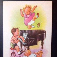 Postales: NIÑO TOCANDO EL PIANO. Lote 159725974