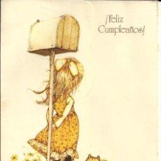 Postales: POSTAL *HOLLY HOBBIE* - ESPERANDO AL CARTERO - 1976 TROQUELADA, TRIPTICA (17X12 CM). Lote 163364902