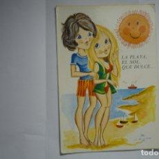 Postales: POSTAL PAREJA PLAYA DIBUJO CHUP CIRCULADA. Lote 174359342
