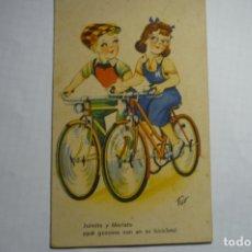Postales: POSTAL PAREJA CICLISTAS - DIBUJO TRIO -ESCRITA. Lote 176192629