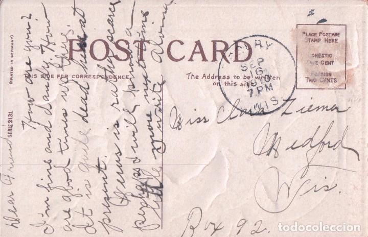 Postales: POSTAL FELICITACION CON JARRON DE ROSAS Y FONDO DORADO. RELIEVES. CIRCULADA. SERIE2131 - Foto 2 - 65061875