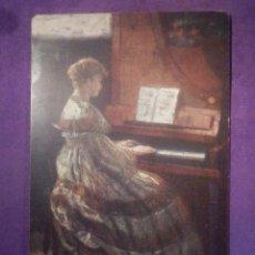 Postales: DIBUJO O GRABADO - TAMAÑO TIPO POSTAL - SEÑORA TOCANDO PIANOLA - SIN DETERMINAR . Lote 67682297