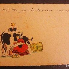 Postales: POSTAL PINTADA A MANO TIPICA GALICIA. FRASE EN GALLEGO. ORDEÑANDO LA VACA. Lote 124647319