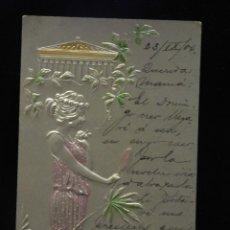 Postales: POSTAL ROMÁNTICA *MUJER CON ESPEJO EN RELIEVE Y COLOREADA* CIRCULADA, 1904. Lote 288167433