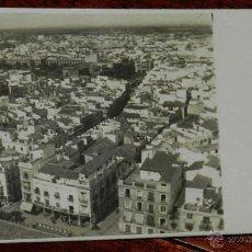 Postales: ANTIGUA FOTO POSTAL DE SEGOVIA, PLAZA MAYOR AL INICIO AL FONDO EL ACUEDUCTO, NO CIRCULADA. Lote 40108698