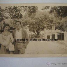 Postales: ANTIGUA FOTOGRAFIA TIPO POSTAL CON COCHE NO SE EXACTAMENTE DE DONDE, AÑOS 40/50. Lote 46070889
