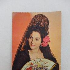 Postales: POSTAL MUJER CON MANTILLA NEGRA, ABANICO Y CLAVELES. SERIE 3036. Lote 80230077
