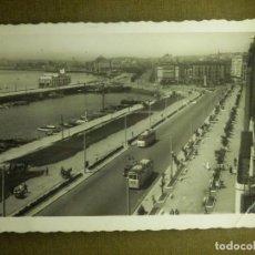 Postales: POSTAL - ESPAÑA - SANTANDER.- 136 AVD. DE CASTELAR Y PUERTO CHICO - EDICIONES ARRIBAS 1954 - ESCRITA. Lote 100784995