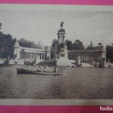 Postales: POSTAL BLANCO Y NEGRO DE:RETIRO,MADRID,(SIN CIRCULAR). Lote 105876751
