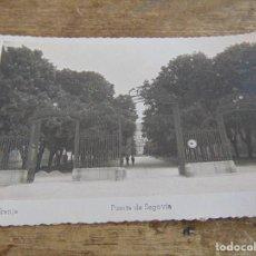 Postales: TARJETA POSTAL LA GRANJA PUERTA DE SEGOVIA. Lote 118198335