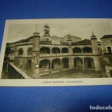 Postales: TARJETA POSTAL DE SALAMANCA-CIUDAD RODRIGO.- AYUNTAMIENTO. FOTO PAZOS.-. Lote 147504650