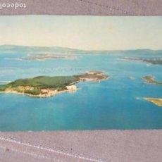 Postales: ANTIGUA POSTAL - LA TOJA - PONTEVEDRA ,, TIENE EL FILO SUPERIOR CORTADO - 1963 FOTOS FOAT. Lote 160234490