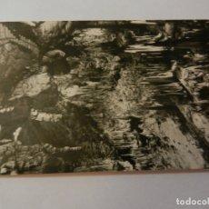 Postales: POSTAL CUEVA DE NERJA. MÁLAGA - AÑO 1960 - ESCALERILLA SALA DEL CATACLISMO- CIRCULADA. . Lote 178948493