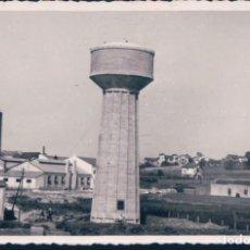 Postales: POSTAL FOTOGRAFICA SITIO DESCONOCIDO - DEPOSITO AGUA - TORRE ALAMBIQUE - CASAS. Lote 198240933