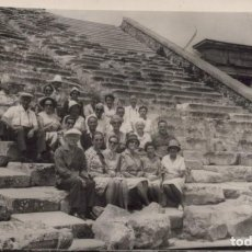 Postales: POSTAL FOTOGRAFICA PERSONAS EN MONUMENTO- LEONAR. Lote 198322727