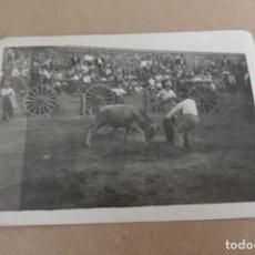 Postales: FOTOGRAFIA DE CAPEA, CORRIDA DE TOROS, FIESTAS DE PUEBLO, POSIBLEMENTE DE MADRID O SEGOVIA, MIDE 10. Lote 204509483