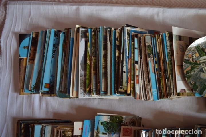 Postales: LOTE GIGANTE POSTALES - Sobre 850 POSTALES VARIADAS - Casi 4kg - ESPAÑA Y OTROS PAÍSES ¡Mira! - Foto 2 - 219499876