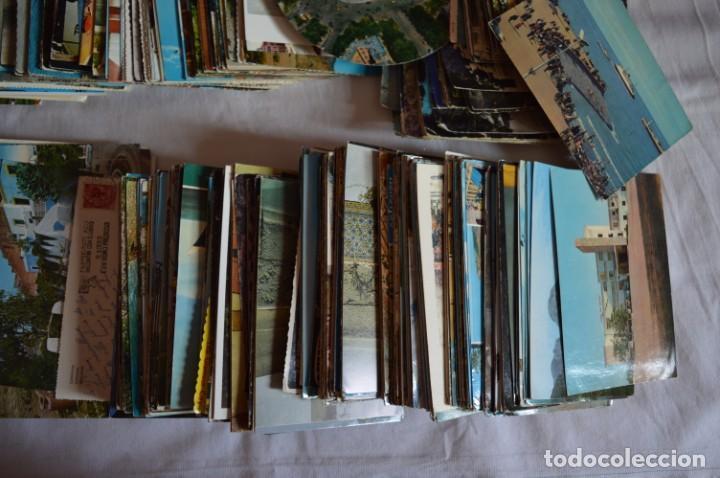 Postales: LOTE GIGANTE POSTALES - Sobre 850 POSTALES VARIADAS - Casi 4kg - ESPAÑA Y OTROS PAÍSES ¡Mira! - Foto 5 - 219499876