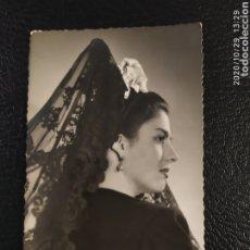 Postales: POSTAL MUJER CON PEINETA AÑO 1952. Lote 222663285