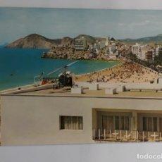 Postales: POSTAL N° 77 BENIDORM. PLAYA DE LEVANTE. FOTO RUECK. ESCRITA. Lote 226630741