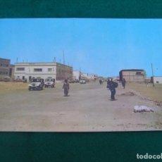 Postales: POSTAL DEL SAHARA ESPAÑOL. (EL AAIUN, LA CIUDAD CRECE) FOTO EN COLOR. ESCRITA.. Lote 271290558