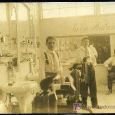 Postales: ANTIGUA BARBERIA SALON ANTROINO - HACIA 1910 - CIENFUEGOS - CUBA - POSTAL FOTOGRAFICA - COSTUMBRISTA. Lote 25995609