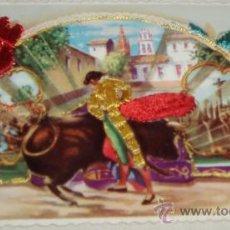 Postales: POSTAL DEDICADA A LOS TOROS BORDADA EN TELA. Lote 26118721