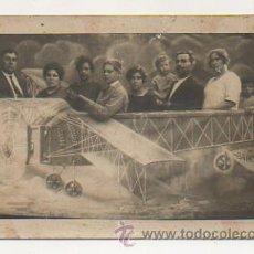 Cartes Postales: FOTOMONTAJE. GENTE MONTADA EN UN AVIÓN. (LAS PLANAS, BARCELONA). Lote 29778632