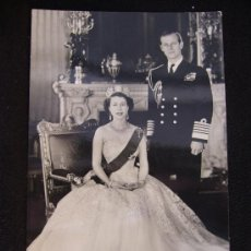 Postales: POSTAL QUEEN ELIZABETH AND THE DUKE OF EDINBURGH. REAL PHOTOGRAPH. ENGLAND.. Lote 32408791