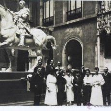 Postales: P-1867. GRUPO EN VISITA A UN MUSEO. LUGAR NO LOCALIZADO. AÑOS VEINTE. . Lote 50118330