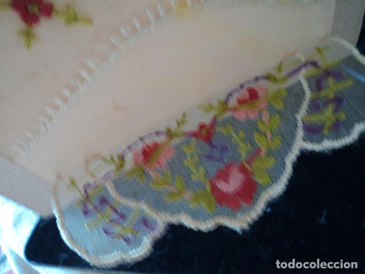 Postales: Rara postal , con un bordado a mano, en seda en forma de sobre circulada 1916 - Foto 2 - 90168572