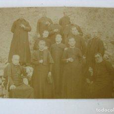 Postales: POSTAL FOTOGRAFICA 13 CURAS, PARROCOS FUMANDO. Lote 90171816