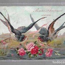 Postales: TARJETA POSTAL. GOLONDRINAS CON CINTAS EN EL PICO Y FLORES EN BONITO PAISAJE. Lote 118522235