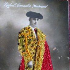 Postales: POSTAL BORDADA CON SEDA DEL TORERO RAFAEL GONZÁLEZ - MACHAQUITO -. SIN CIRCULAR.. Lote 131439930