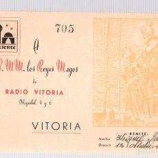 Postales: TARJETA POSTAL ORIENTE A SS.MM. LOS REYES MAGOS DE RADIO VITORIA. AÑO 1952. Lote 133710935