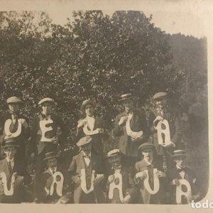 Foto antigua grupo hombres con letras