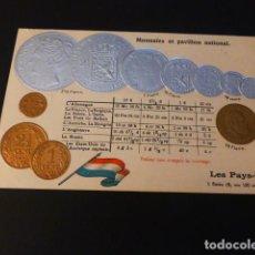 Postales: PAISES BAJOS MONEDAS Y BANDERA POSTAL EN RELIEVE CROMOLITOGRAFICA HACIA 1907. Lote 163696382