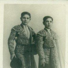 Postales: TOREO. HERMANOS MANOLO Y PEPE BIENVENIDA. HACIA 1920. MUY RARA.. Lote 172012048