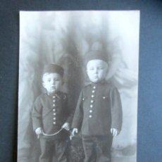 Postales: POSTAL FOTOGRÁFICA FAMILIA REAL ESPAÑOLA. PRÍNCIPE DE ASTURIAS. FOTO KAULAK. MONARQUÍA ALFONSO XIII. Lote 178435410