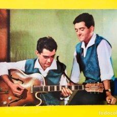 Postales: EL DUO DINAMICO GRUPO MUSICAL POSTAL 1006 EDICIONES STAR FOTO DEU CASAS ALBIÑANA ARTISTAS FAMOSOS . Lote 178686005